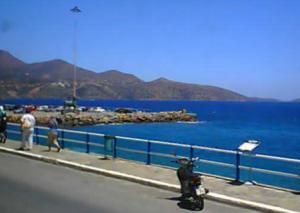 Набережная Агиос-Николаос на острове Крит в Греции