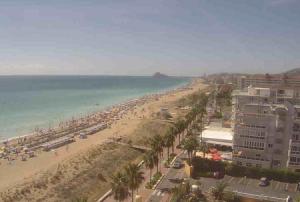 Пляж курорта Пеньискола в Валенсии в Испании