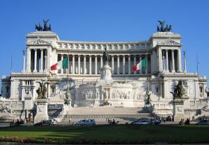 Площадь Венеции и Витториано в Риме в Италии