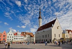 Ратушная площадь в Таллине в Эстонии