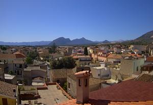Панорама города Орозей на острове Сардиния