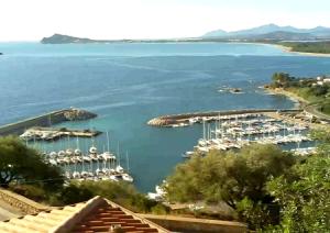 Яхт-порт в Санта Мария Наваррезе на Сардинии