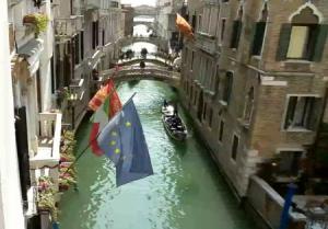 Дворцовый канал в Венеции в Италии