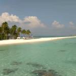 Пляж Finolhu Beach на острове Кануфуши на Мальдивах