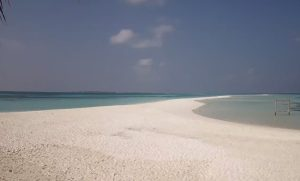 Пляж на острове Куреду на Мальдивах