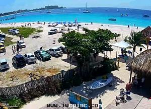 Пляж Броунс Бич из ресторана Pirate's Cove в Бриджтауне