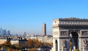 Париж из отеля Radisson Blu Champs-Elysees