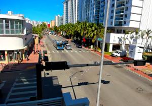 Коллинз авеню в Майами-Бич
