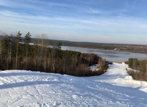 Основной склон горнолыжного комплекса Красное озеро