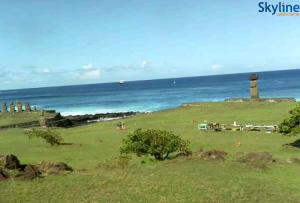 Статуи Моаи на острове Пасхи в Чили