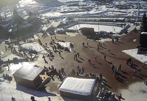 Главная площадь туристической деревни Романтик на горнолыжном курорте Архыз