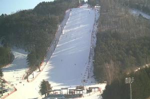 Красная трасса на горнолыжном курорте Ёнпхён в Пхёнчхане