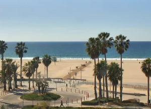 Пляж Санта-Моника Стейт Бич в городе Санта-Моника