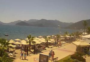 Пляж Узуньялы в Мармарисе в Турции