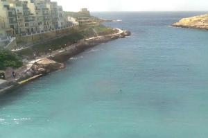 Бухта Шленди Бэй на острове Гозо в государстве Мальта