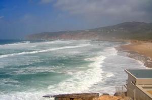 Пляж Гинчо в Кашкайш в Португалии