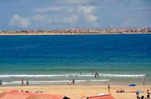 Пляж «Балеал» в Пениши в Португалии