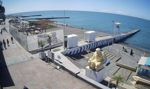 Пляж «Приморский» в Сочи в восточном направлении