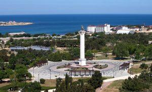 Памятник Георгию Победоносцу в Парке Победы в Севастополе