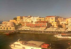 Старая гавань Ханьи на острове Крит