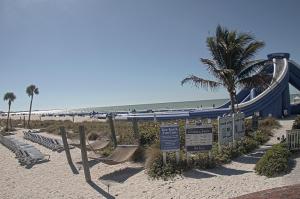 Водная горка отеля TradeWinds Island Grand в Сент-Пит-Бич во Флориде
