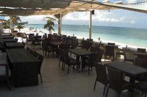 Побережье Джорджтауна из ресторана Royal Palms Beach Club