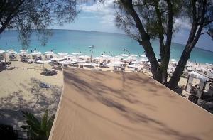 Пляж отеля The Westin Grand Cayman Seven Mile Beach на Каймановых островах