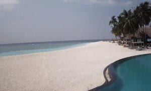 Пляж на острове Велиганду на Мальдивах