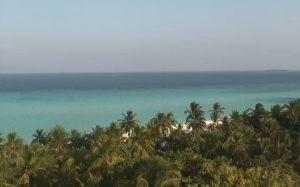 Побережье острова на Мальдивах из отеля One&Only Reethi Rah