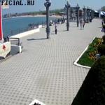 """Центральная набережная Анапы около парусника """"Алые Паруса"""""""