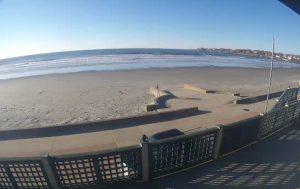 Пляж Истон Бич в Ньюпорт из бара Easton's Beach