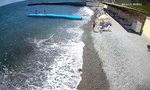 Пляж отеля «Голден Резорт» в Алуште