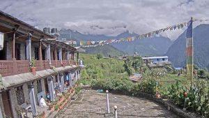 Вид из отеля Милан в поселке Гандрук в Непале