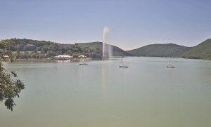 Курорт Абрау-Дюрсо на берегу озера Абрау